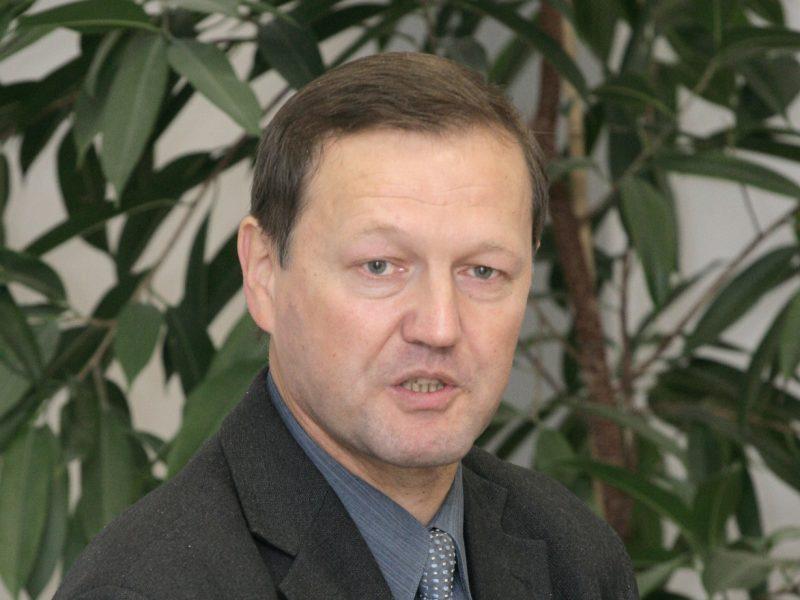 Mirė ilgametis sporto komentatorius ir žurnalistas R. Delkus