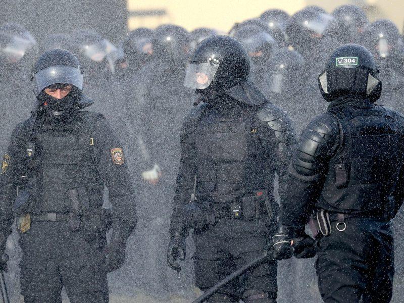 Įvairiuose Baltarusijos miestuose sulaikyti keli žurnalistai