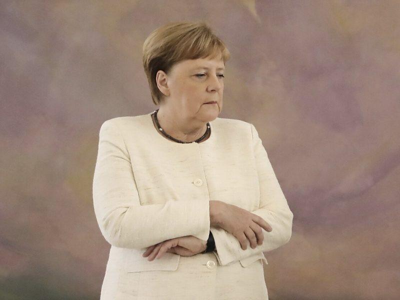 Nerimsta kalbos dėl A. Merkel sveikatos: vėl pastebėjo kanclerės drebulį