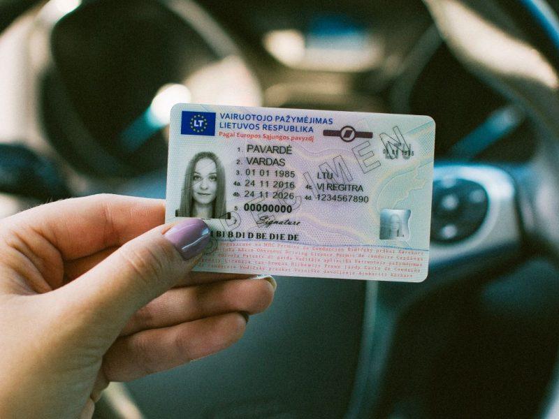Bus sprendžiama, ar teisės vairuoti atėmimas dešimčiai metų atitinka Konstituciją