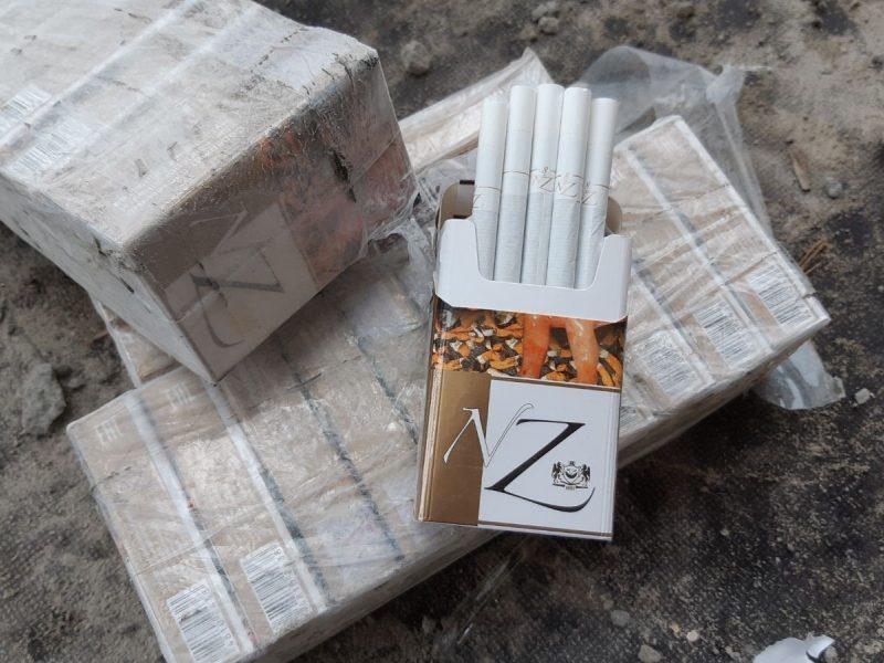 Kretingos rajone prie geležinkelio bėgių rasta kontrabandinių cigarečių