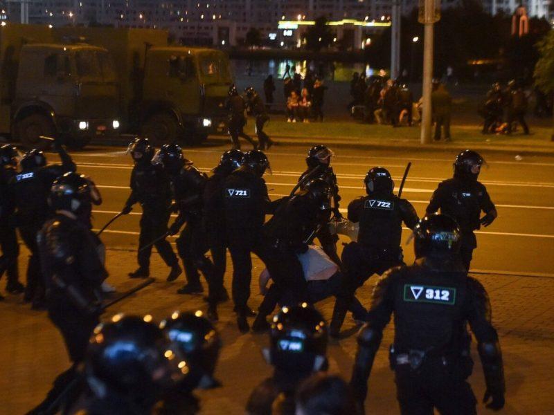 Latvija – už sankcijas Baltarusijos pareigūnams, atsakingiems už protestų malšinimą