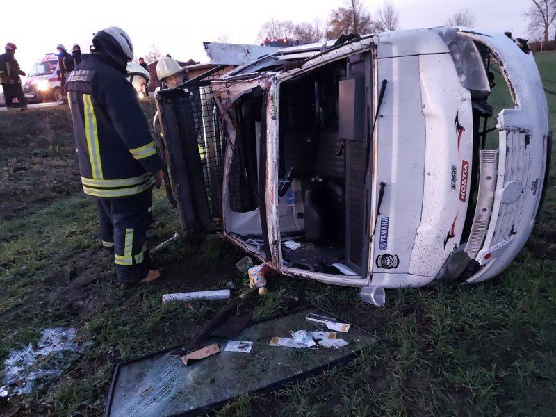 Į ligoninę komos būklės paguldytas Šiaulių rajone apvirtusio automobilio vairuotojas