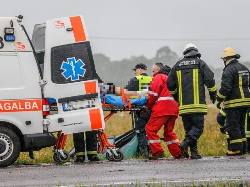 Tragedija Vilniaus rajone: po sunkvežimio ir automobilio susidūrimo žuvo trys jauni vyrai