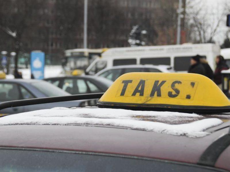 Konfliktas Klaipėdoje: taksistas iš klientės rankų griebė telefoną ir nuvažiavo