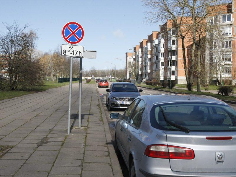 Per karantiną bėdos dėl mašinų: kiemai – sausakimši, kyla dilemos dėl rinkliavų
