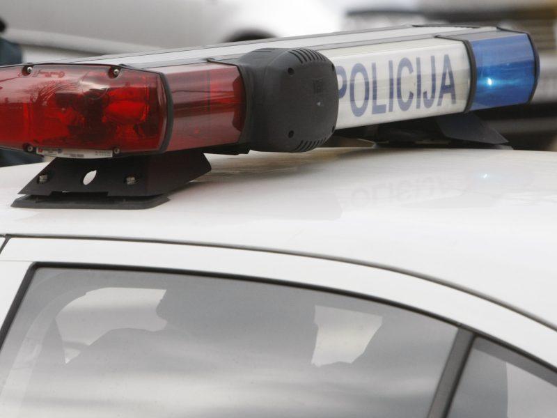 Mažeikių rajone policijos automobilis kliudė ir sužalojo mergaitę