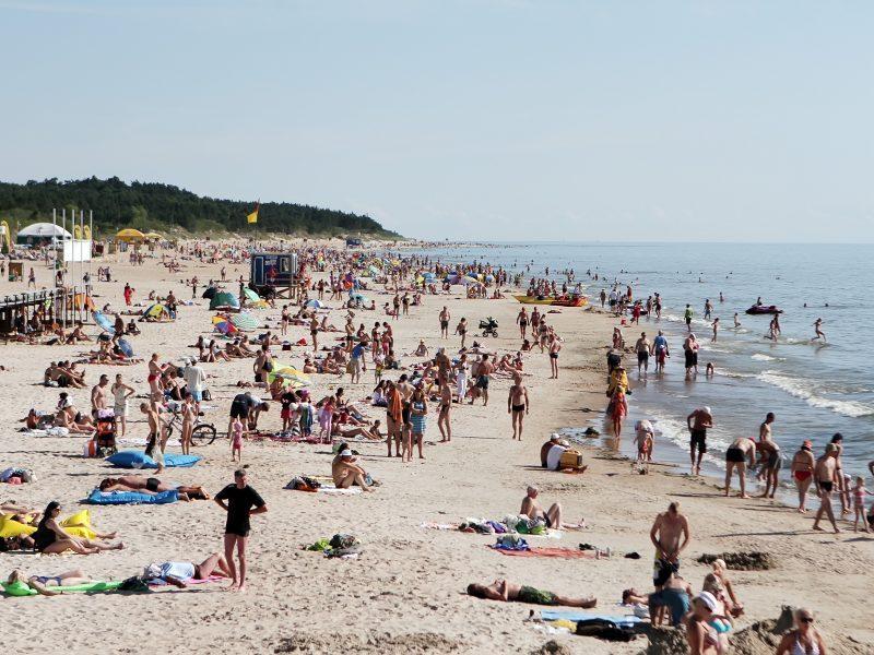 Perspėja dėl Baltijos jūros: šiuo metu gali tykoti pavojus sveikatai