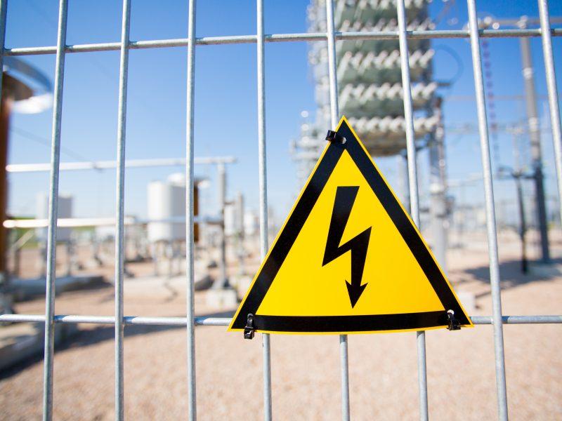 Dėl permokos už elektrą – painiava: gyventojai turi patys ieškoti, kur yra jų pinigai?