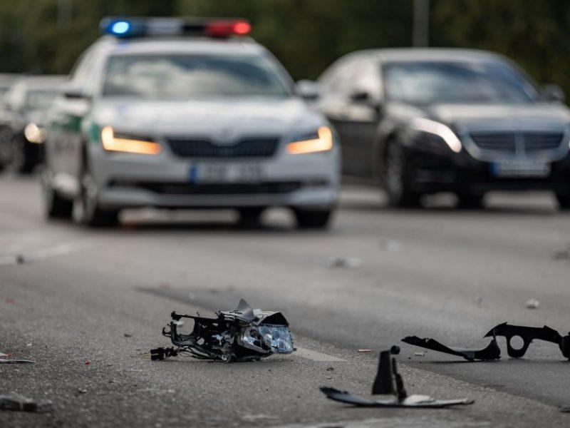 Praėjusi para keliuose: žuvo vienas žmogus, sužeista – keturiolika