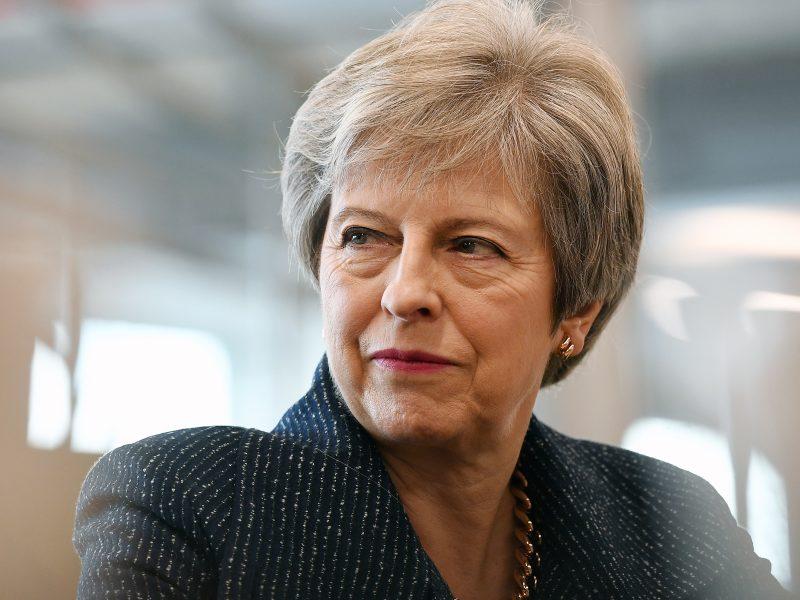 Didžiosios Britanijos ministrai maištauja dėl Th. May žadamų nuolaidų Briuseliui?
