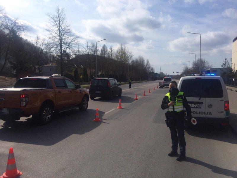 Trys paros Kauno patikros postuose: nepavyko pravažiuoti 4,5 tūkst. automobilių