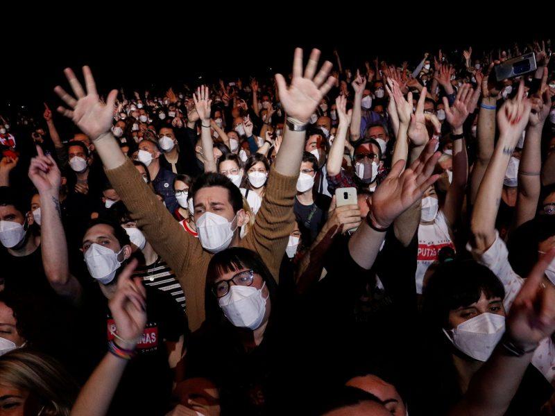 COVID-19 eksperimentas Barselonoje: 5 tūkst. žmonių dalyvavo koncerte