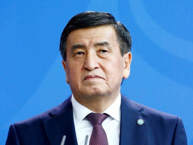 Kirgizijos prezidentas pasirašė įsaką dėl premjero ir vyriausybės atsistatydinimo