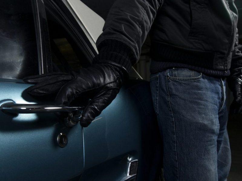 Klaipėdiečiams – vargas dėl automobilių: vagys nusitaikė į mašinų akumuliatorius