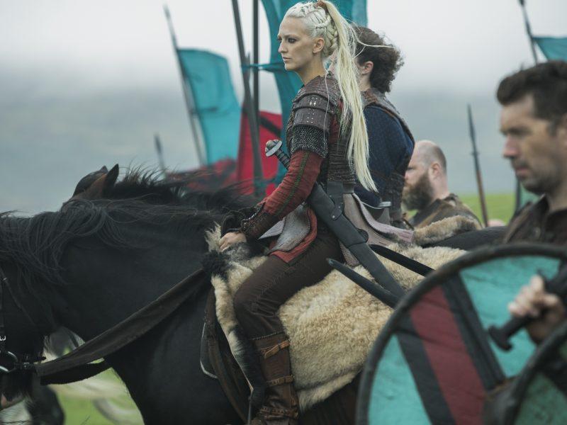 """Išskirtinis interviu su į Lietuvą atvykstančia serialo """"Vikingai"""" žvaigžde G. Hirst"""