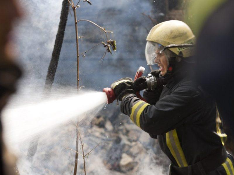 Telšių rajone pranešta apie atvira liepsna degantį namą