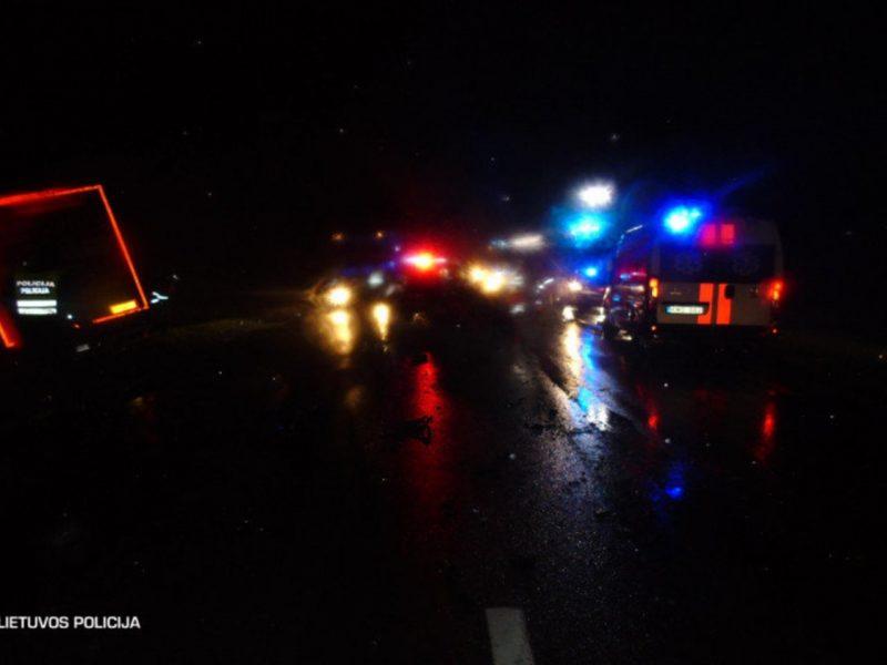 Praėjusi para keliuose: per eismo nelaimes žuvo du žmonės