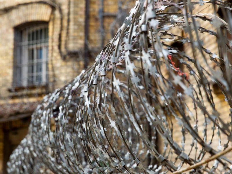 Sukčiavimu ir dokumentų klastojimu kaltintą vyrą teismas nuteisė kalėti
