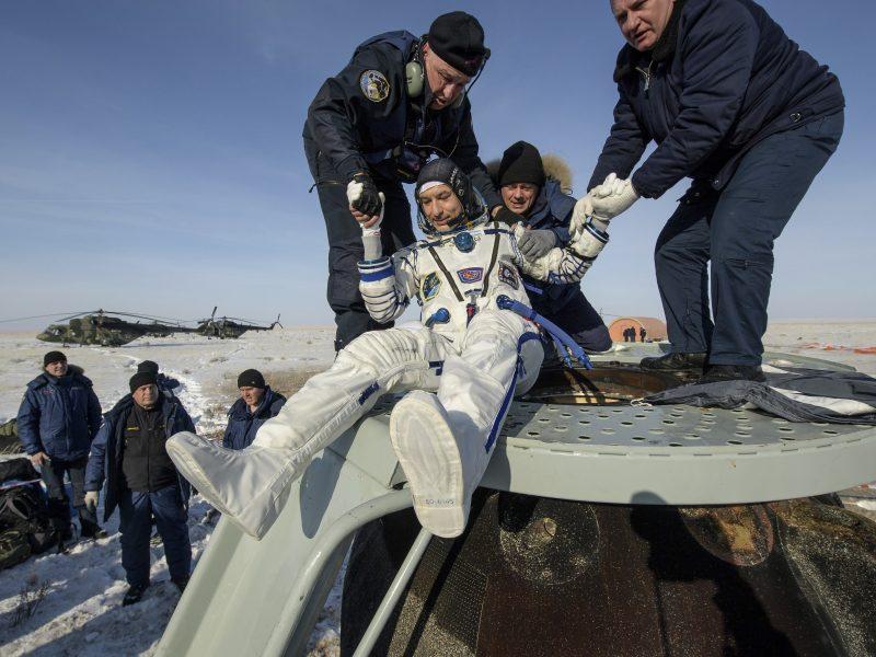 Į TKS neišskris du Rusijos kosmonautai: sutrukdė medicininės priežastys