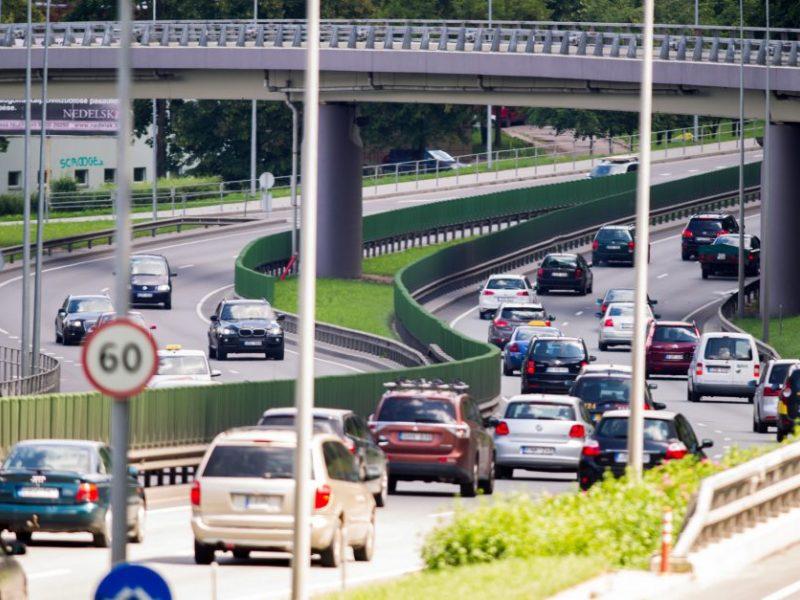 Ekologijos siekis: taršos mokestis ir nemokamas viešasis transportas