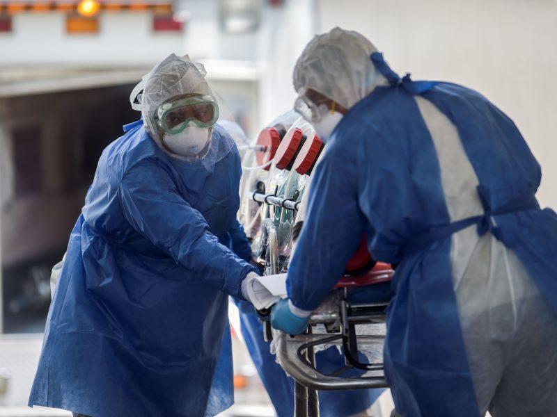 JAV per parą nustatyta beveik 60 tūkst. naujų COVID-19 atvejų