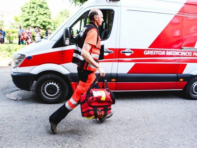 Molėtų rajone susidūrė du automobiliai: prispausti keturi žmonės, vienas jų žuvo