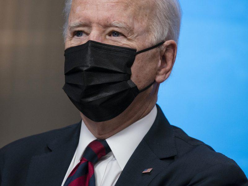 J. Bidenas padvigubino JAV taršos mažinimo tikslą