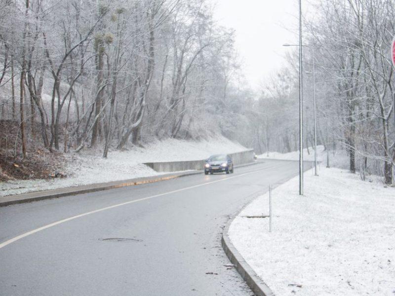 Keliuose yra slidžių ruožų, sudėtingiausios eismo sąlygos – Alytaus rajone