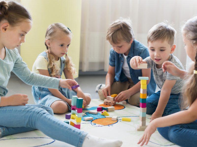 Seimas svarstys siūlymą didesnėse įstaigose įrengti vaikų kambarius