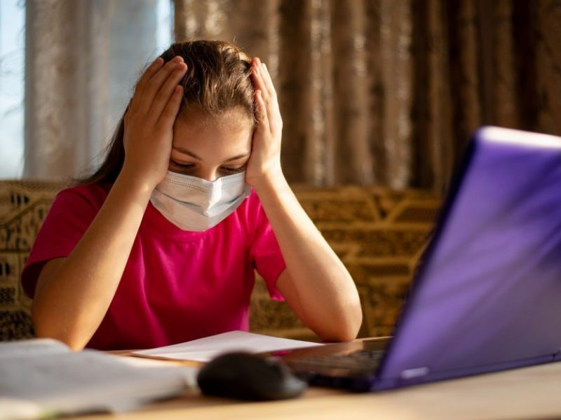 Specialistai įspėja dėl užsitęsusio nuotolinio mokymosi: padariniai vaikams gali būti labai liūdni
