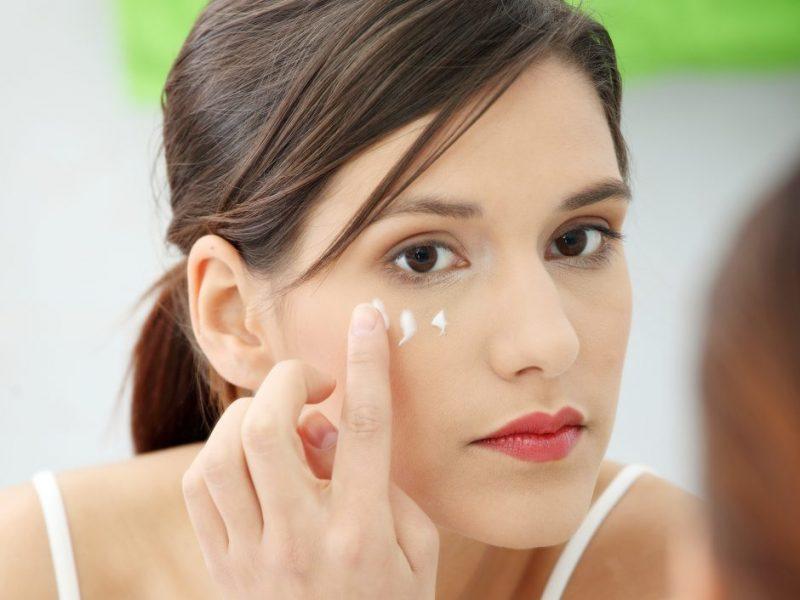 Specialistės patarimai: kaip vasarą prižiūrėti veido odą?