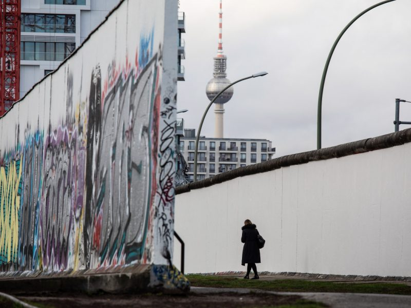 Koks vokiečių požiūris į Berlyno sienos griūtį?