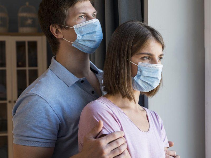 Nauji COVID-19 atvejai: protrūkiai fiksuojami šeimose, slaugos ir globos įstaigose