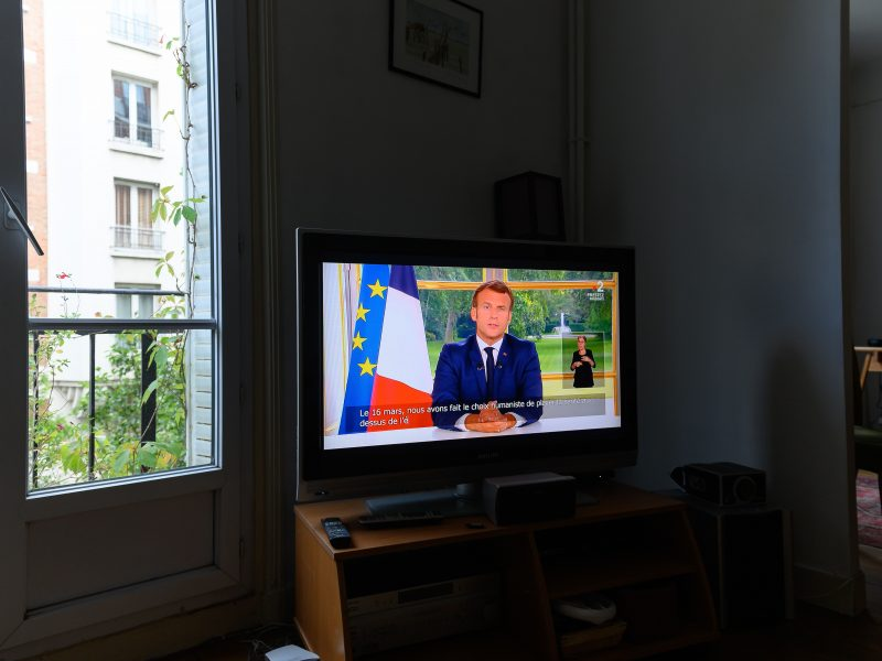 E. Macronas: Prancūzija studijuos savo istoriją, bet nenuvers nė vienos statulos