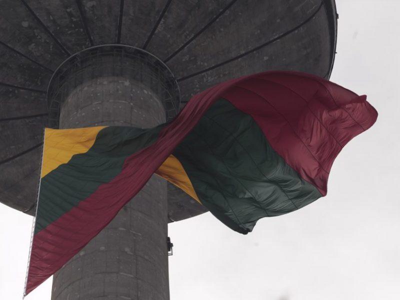 Vasario 16-ąją Vilniaus televizijos bokšte suplevėsuos didžiausia šalies trispalvė