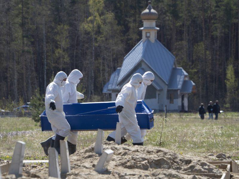 Rusijoje per parą nustatyta 11,6 tūkst. naujų COVID-19 atvejų, 94 žmonės mirė