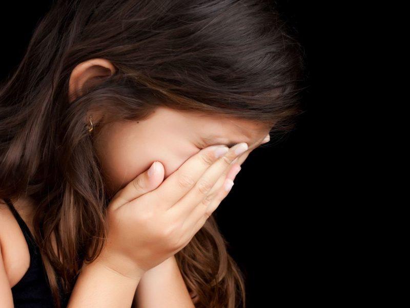 Girta motina sudraskė veidą savo mažametei dukrai