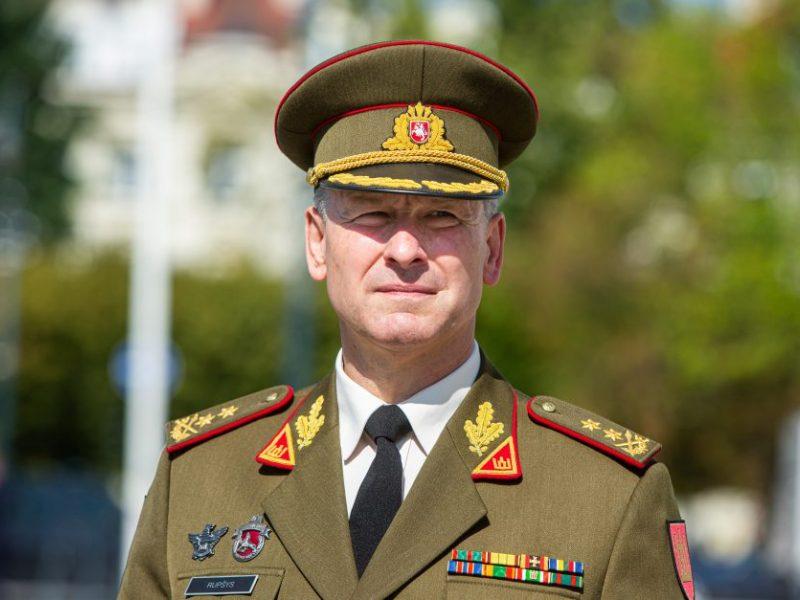 Kariuomenės vadas: 10 mln. eurų sumažintas gynybos biudžetas paveiks kovinį rengimą