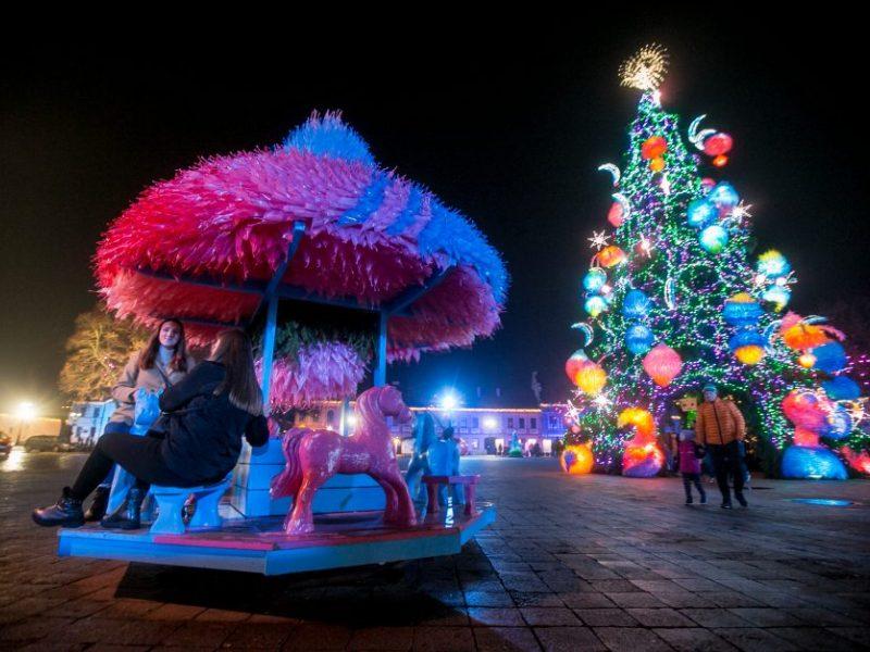 Švenčių įspūdžiais gyvenantis Kaunas atsisveikino su Kalėdų miesteliu