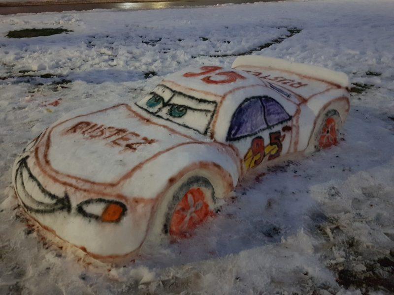 Šilainiuose iš sniego sukurti ir sportiniai automobiliai, ir egzotiniai gyvūnai