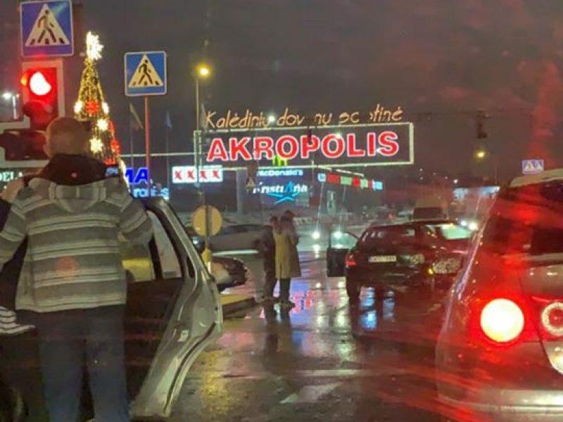 Vilniuje girtas vyras rėžėsi į sankryžoje stovintį automobilį