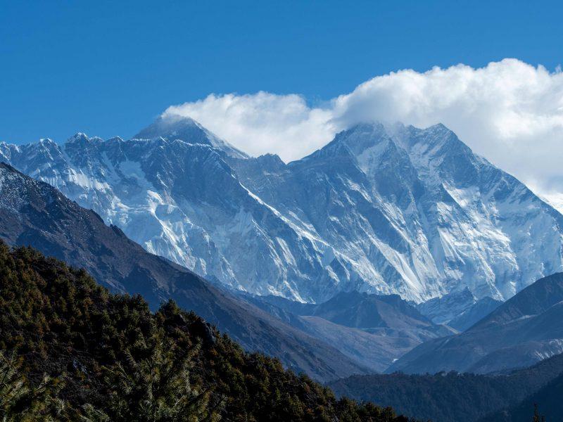 Iš Everesto papėdės evakuota dešimtys turistų, įstrigusių dėl karantino