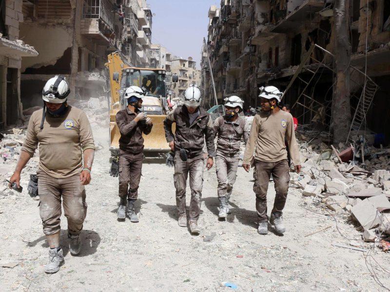 """Sirijos """"baltuosius šalmus"""" grėsme pavadinusi Rusija sulaukė griežto pasmerkimo"""