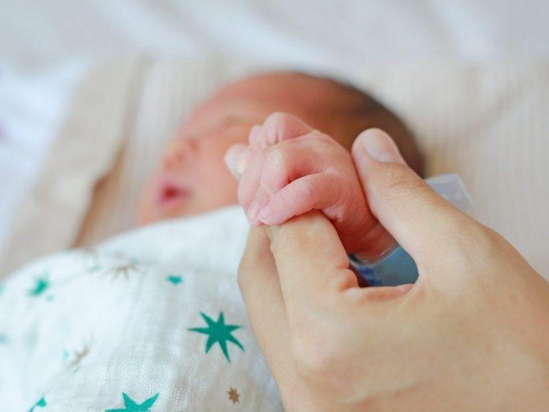 Kūdikį su 4 promilėmis pagimdžiusi motina stos prieš teismą