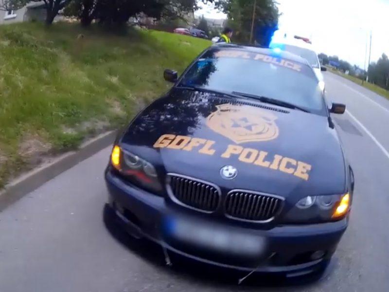 """Kaip iš amerikietiško veiksmo filmo: švyturėliais """"padailintas"""" BMW užtraukė baudą"""