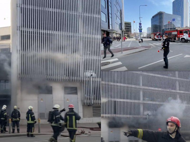 """Po kilusio gaisro lankytojams atvertas sostinės prekybos centras """"Europa"""""""