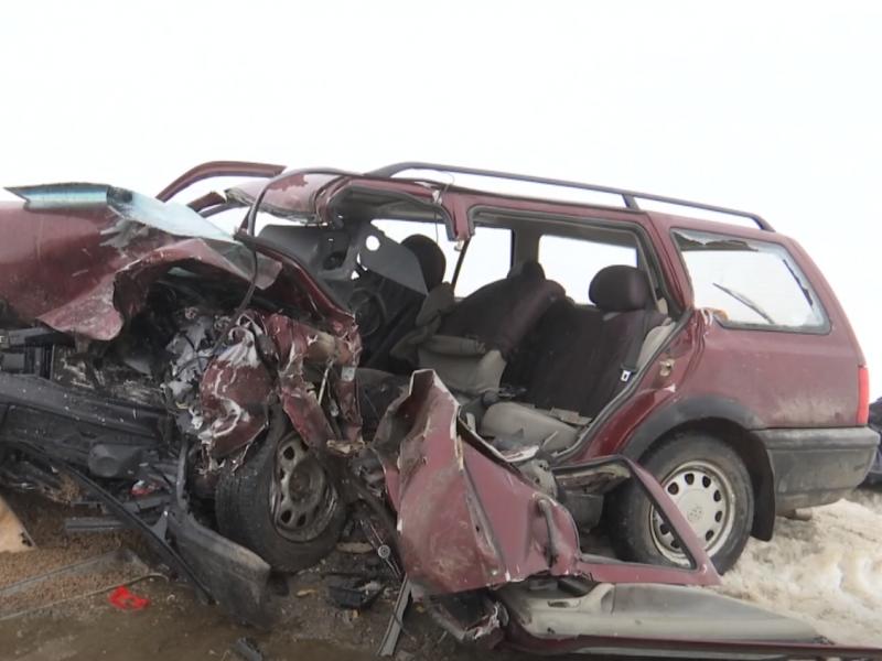 Pasvalio rajone į avariją pateko greitosios medicinos pagalbos automobilis: vienas vairuotojas žuvo