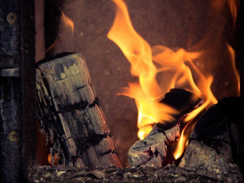 Kauno rajone apdegė krosnį kūręs vyras