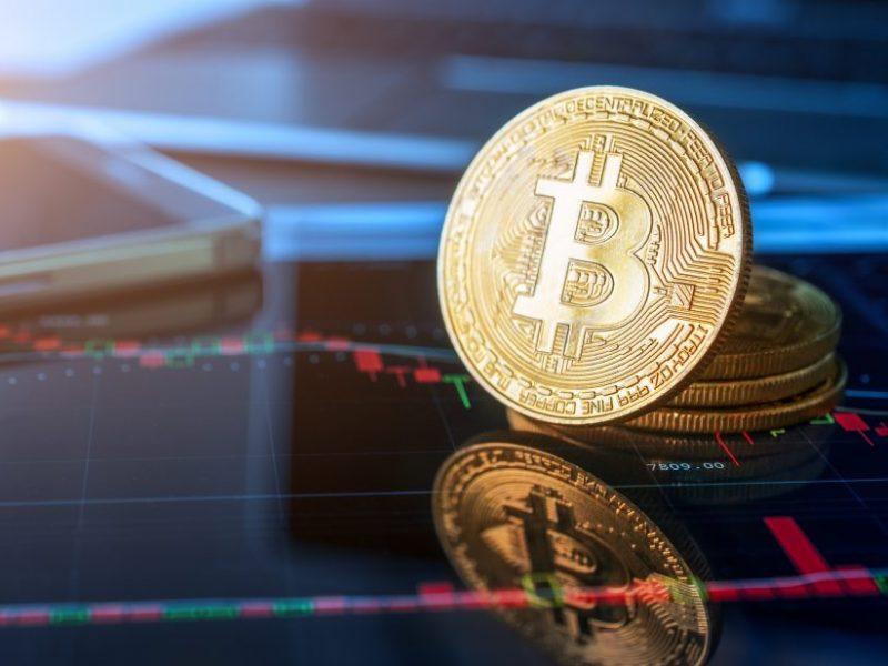 Bitkoino vertė pirmą kartą viršijo 60 tūkst. dolerių